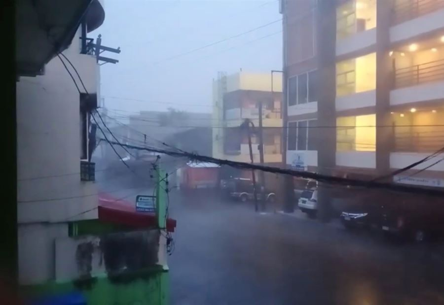 بالفيديو.. إعصار مُدمر يضرب دولة الفلبين