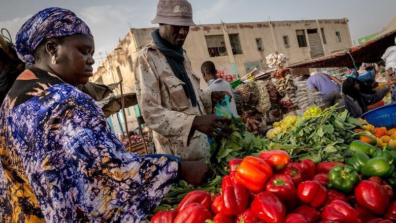 معالم أزمة حادة في موريتانيا بدأت بارتفاع الأسعار وغياب مواد أساسية عن السوق