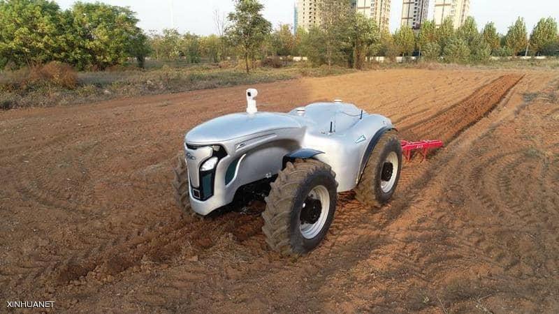 الصين تُطور جراراً زراعياً كهربائياً ذاتي القيادة