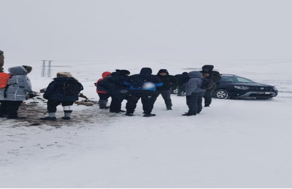 إنقاذ سياح مغاربة فاجأتهم عاصفة ثلجية قوية باميلشيل