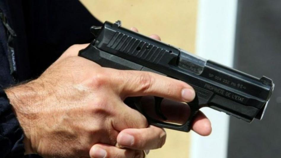 مفتش شرطة يطلق رصاصات تحذيرية بالداخلة