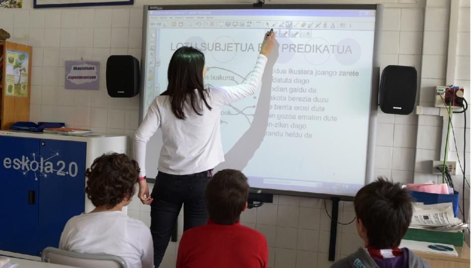 أسس ومكونات الدمج بين الافتراضي والحضوري في الفصول الدراسية