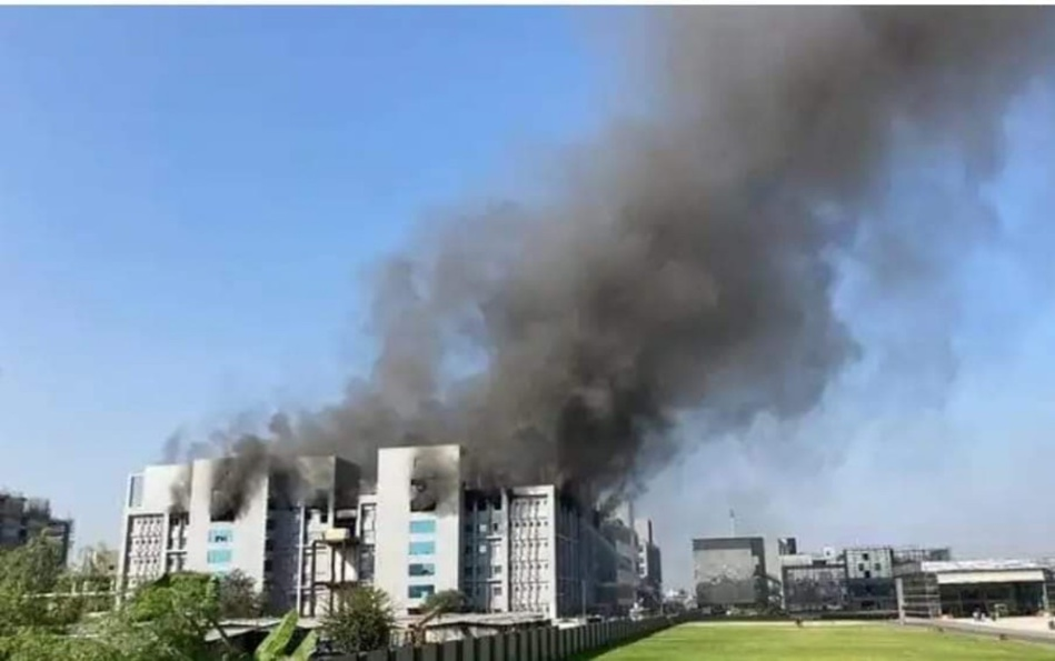 حريق مهول يضرب منطقة مختبرات انتاج لقاح كوفيد 19 بالهند