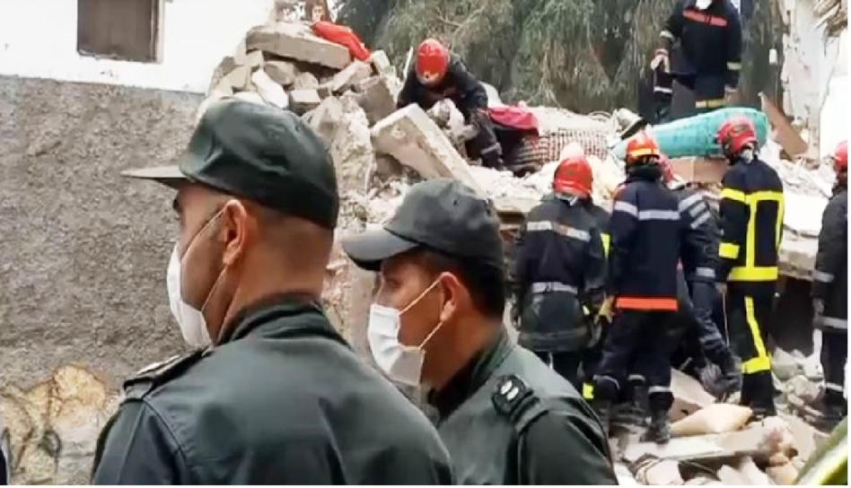 بالفيديو.. إنقاذ شخص في حادث انهيار 3 منازل بالمدينة القديمة في الدار البيضاء