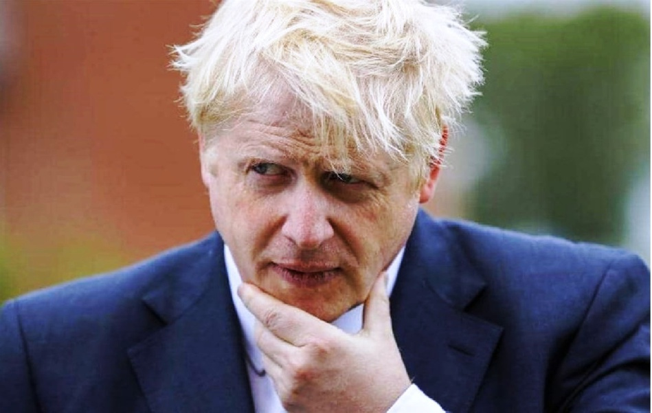 بعد أزيد من 100 ألف وفاة.. رئيس الوزراء البريطاني في مهب الانتقاد وسط دعوات إلى استقالته!