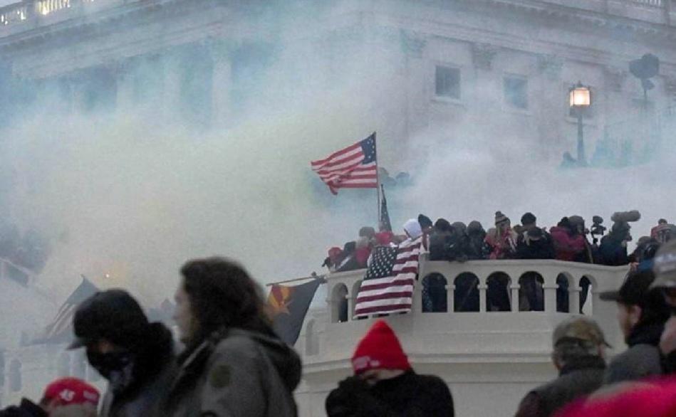 إنتحارُ ضابط ثان من المشاركين في صد هجوم مبنى الكونغرس