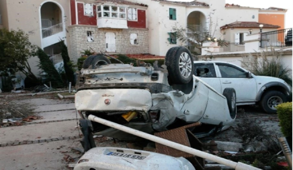 إعصار يضرب إقليم «إزمير» التركي وإصابة 16 شخصاً