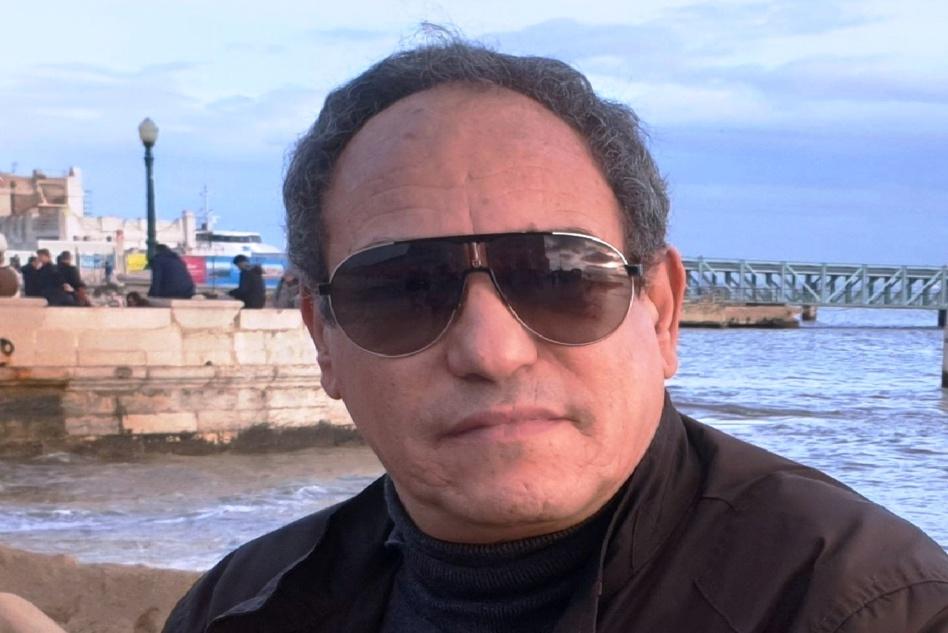 الحكم غيابياً على صحافي جزائري مقيم في فرنسا بالسجن في قضية مع الجنرال نزار