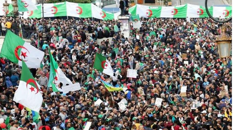 الحراك يسترجع وهجه بالجزائر وإعلام الجنرالات يتجاهله ويتهمه بالتواطؤ