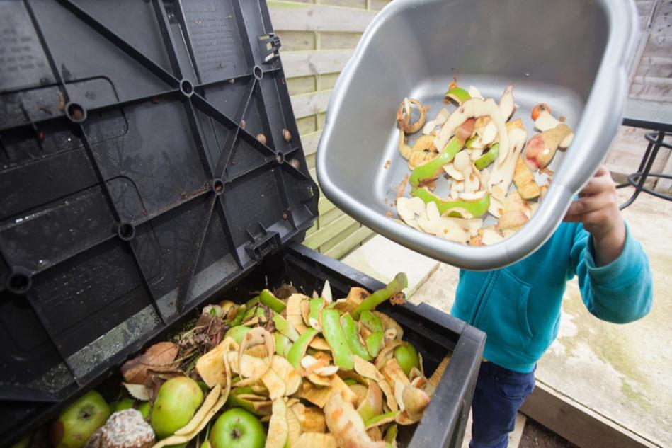 المغاربة يلقون ب 3،3 طن من الأغذية سنويا بالقمامات