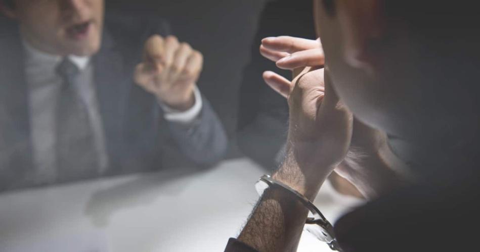 التحقيق مع شرطي متهم بالسرقة وخيانة الأمانة بطنجة