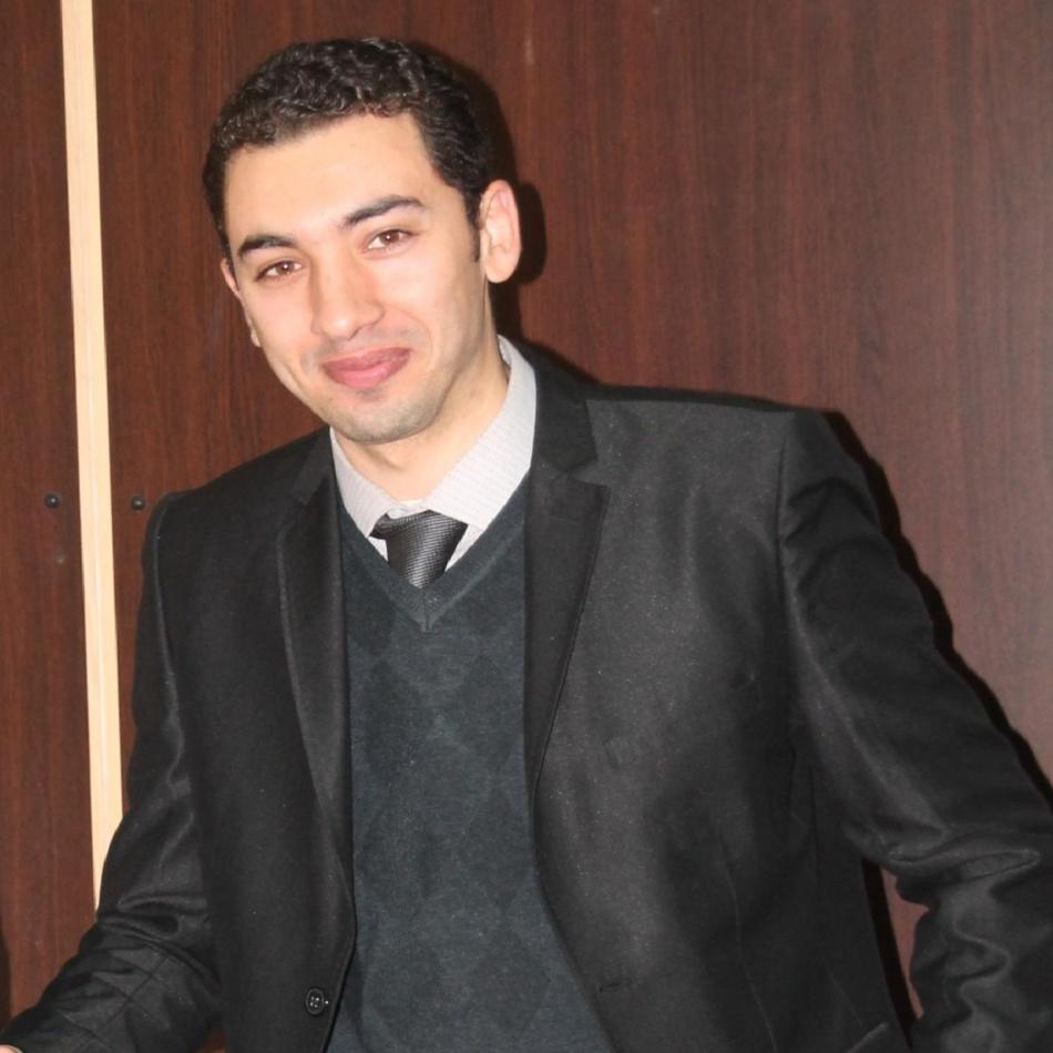 الوسائط الاجتماعية بين التأثير على الفرد وصناعة التفاهة.. بقلم l l الدكتور محسن قضاض