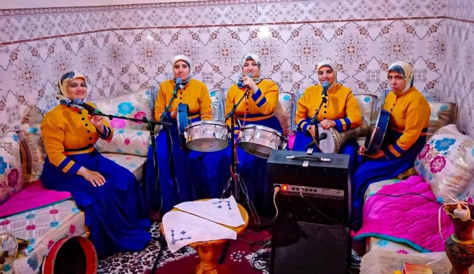 المغاربة يعودون إلى التقليدي في أعراسهم