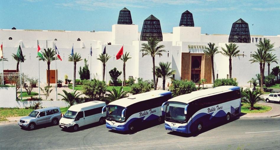 مهنيو النقل السياحي بمراكش يطالبون وزارة السياحة والتجهيز للجلوس إلى طاولة الحوار