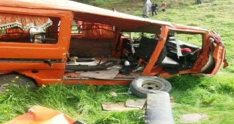 انقلاب سيارة للنقل الجماعي أغلب ركابها من التلاميذ في منحدر بوزان يخلف حالتي وفاة