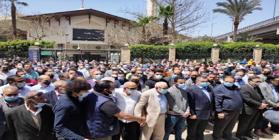 بالصور.. تشييع جثمان الكاتب الصحفي مكرم محمد أحمد إلى مثواه الأخير