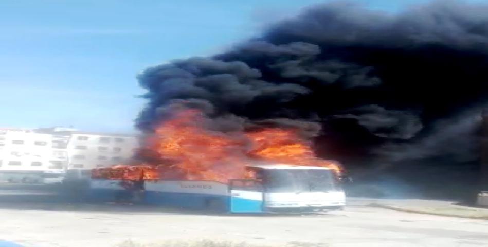 """حادث """"احتراق حافلة للنقل العمومي"""" بالمحطة الطرقية """"يستنفر المسؤولين بسطات"""""""