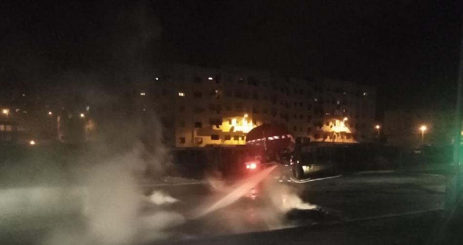 فوضى ورعب لمراهقين خرقوا  حظر التنقل الليلي وأضرموا النار وسط الطريق بسطات