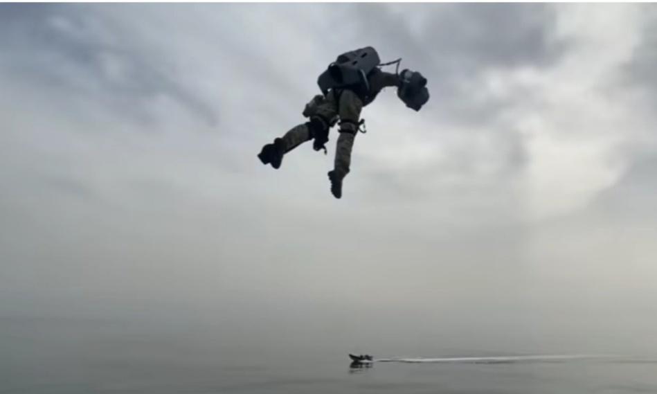 شاهد الجنود المحلقون.. تكنولوجيا عسكرية جديدة في بريطانيا