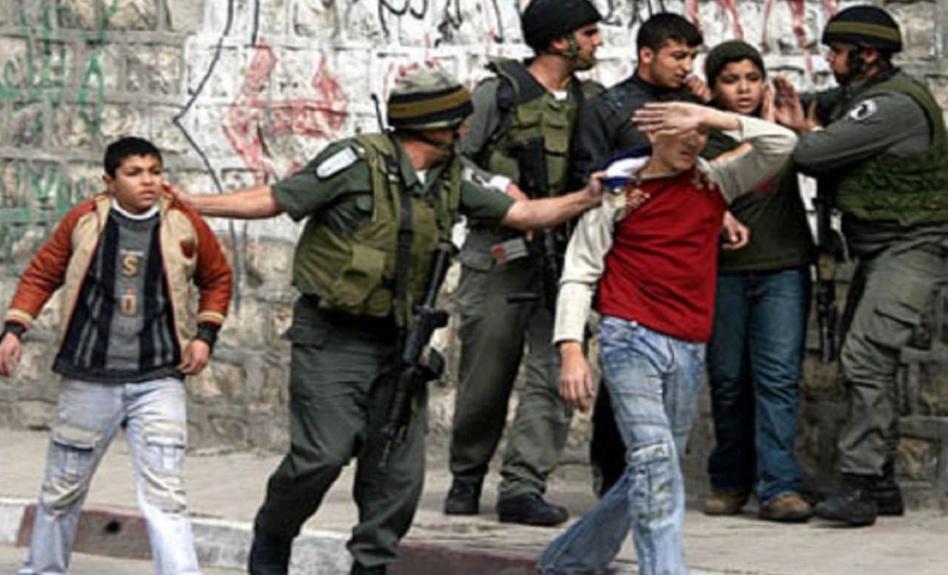 بالفيديو: قوات الاحتلال تقتحم الأقصى وتطلق قنابل الصوت والرصاص المطاطي على المصلين