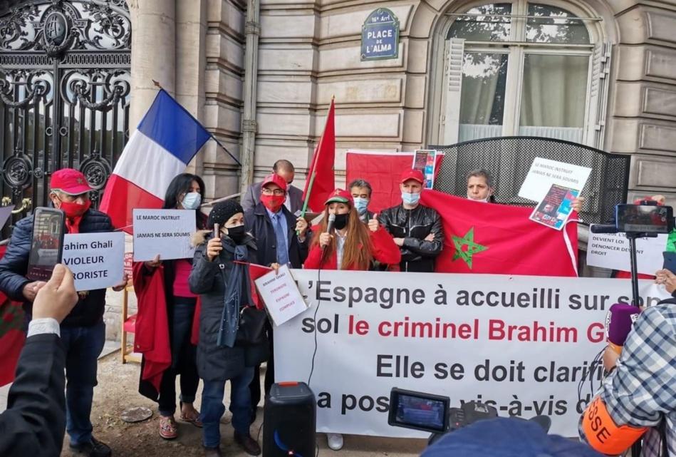 باريس.. مغاربة يخرجون للاحتجاج ضد إسبانيا في قلب العاصمة الفرنسية