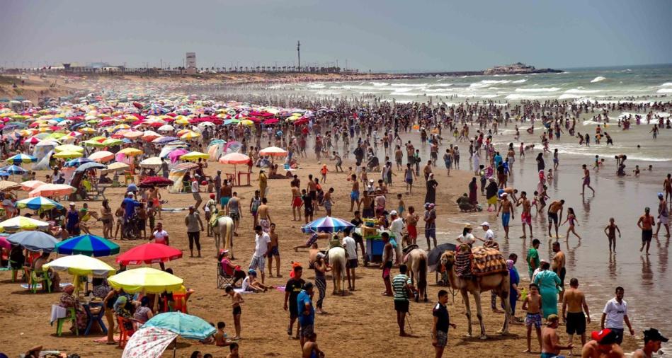 شاطئ عين الذئاب بالبيضاء يستعد لاستقبال فصل الصيف