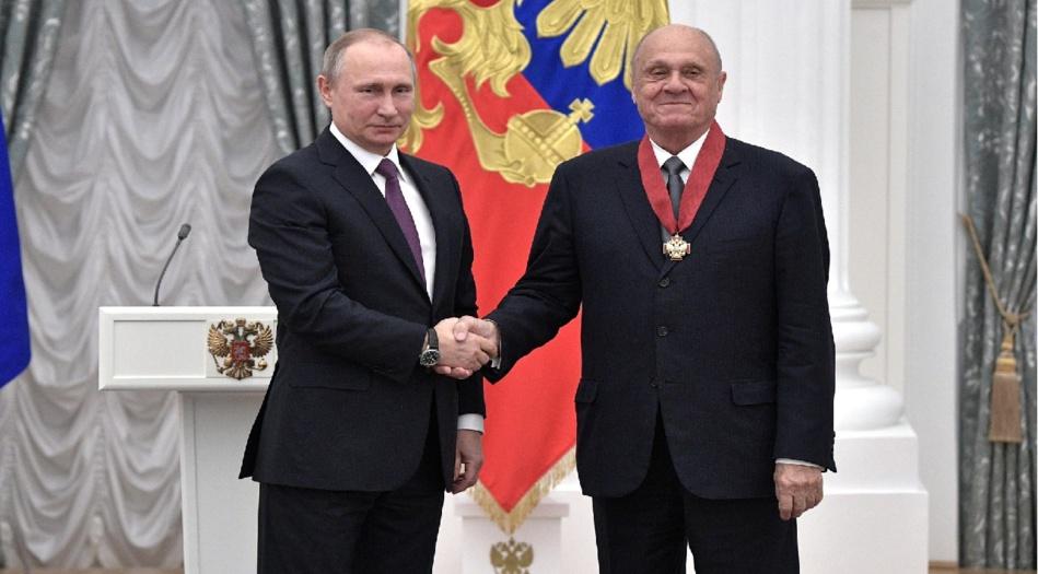 جراء مضاعفات كورونا.. وفاة مخرج روسي حائز على جائزة أوسكار