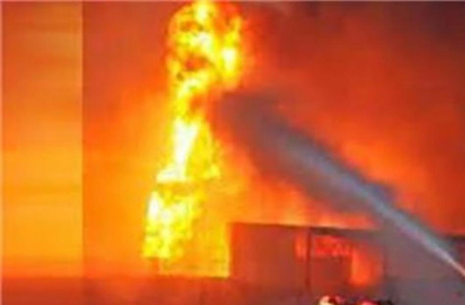 أحد مخازن تدوير النفايات بأكادير يتعرض للحريق