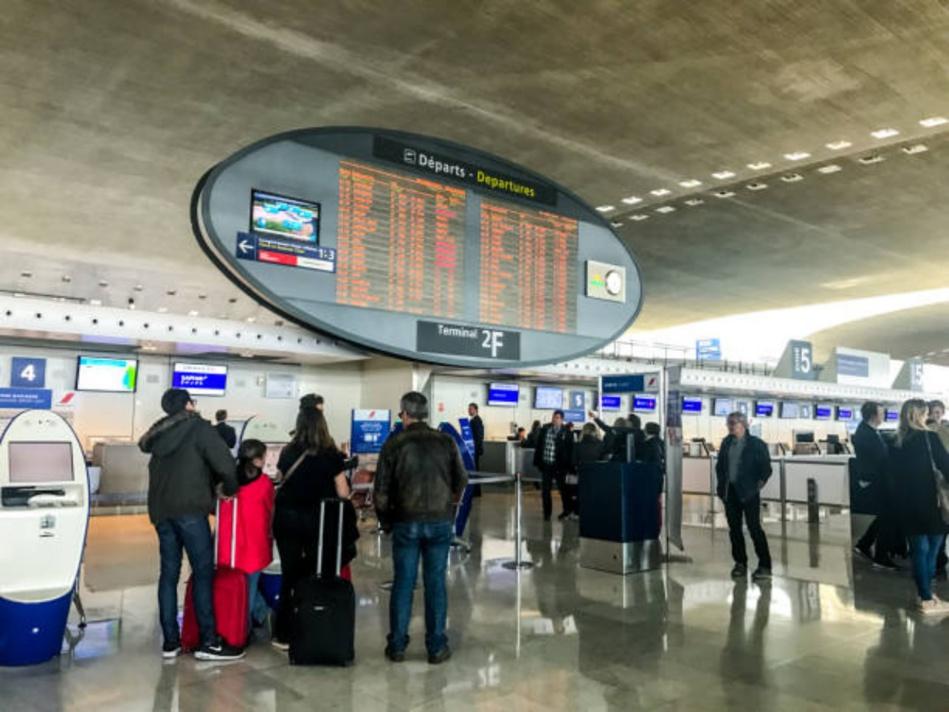 فرنسا تفرض على المسافرين القادمين من المغرب إلزامية التلقيح