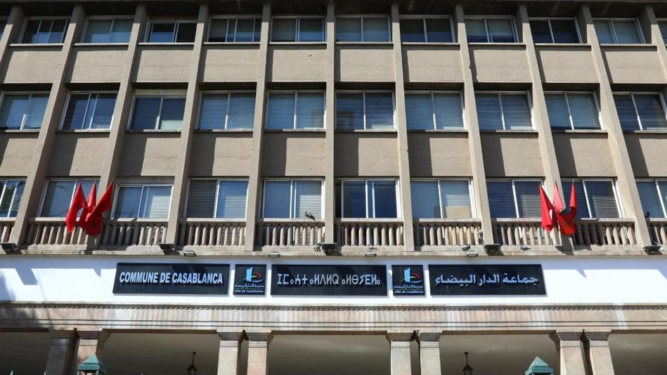 مجلس جماعة البيضاء ينهي ولايته بحرمان 1200 موظف من  تعويضاتهم