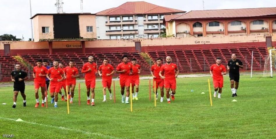 """بعد الانقلاب في غينيا.. المنتخب المغربي """"عالق"""" ومحاولات لتأمينه"""