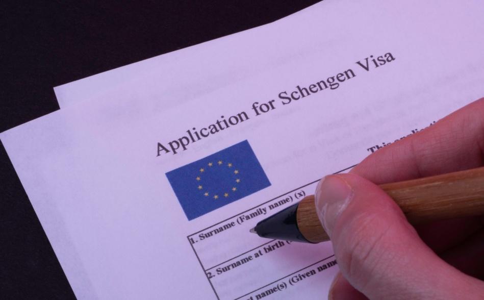 هذه هي الخلفيات الحقيقية من وراء خفض التأشيرات الفرنسية
