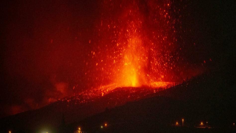 استمرار فوران بركان لابالما يهدد بتداعيات خطيرة على المغرب 
