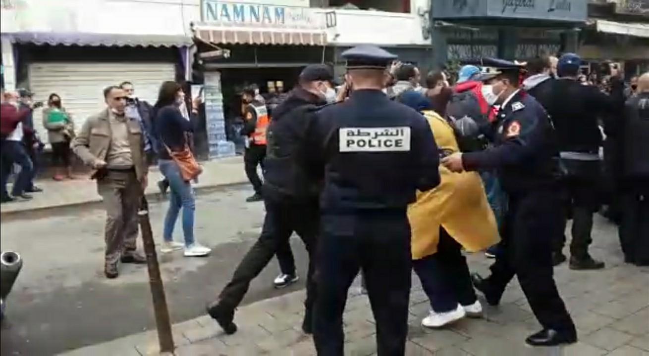 بالفيديو: منع وقفة احتجاجية لأساتذة التعاقد بالدار البيضاء