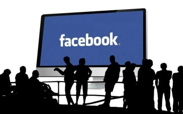 فيسبوك يُغْلِقْ صفحات زائفة