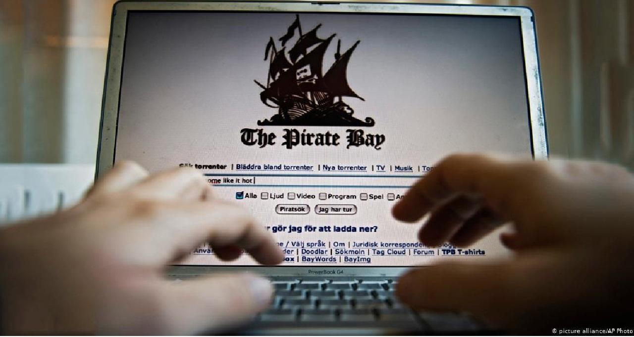 حملات للتأثير والتجسس عبر الإنترنت على كندا
