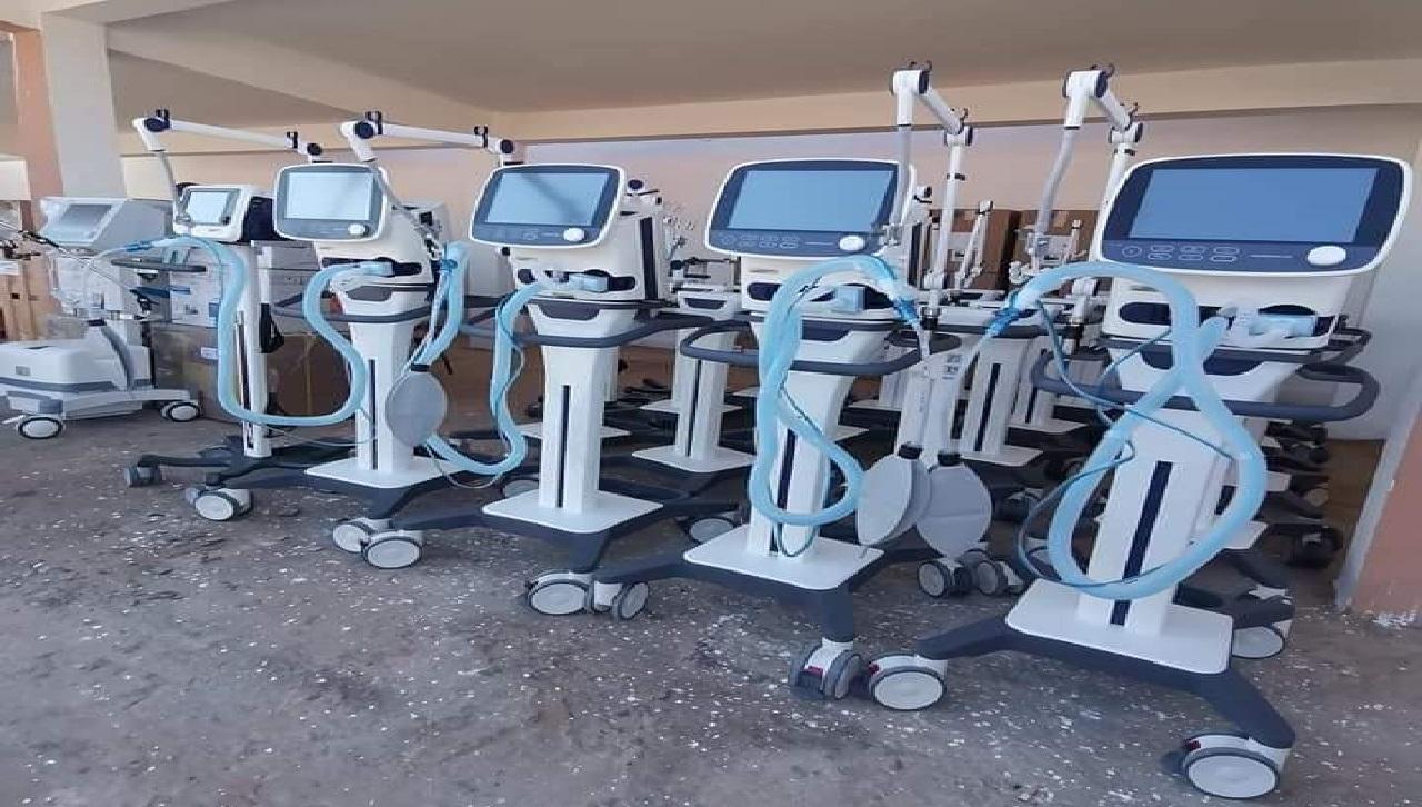 العيون.. وزارة الصحة تسلم معدات طبية ذات جودة عالية لمستشفى الحسن بن المهدي