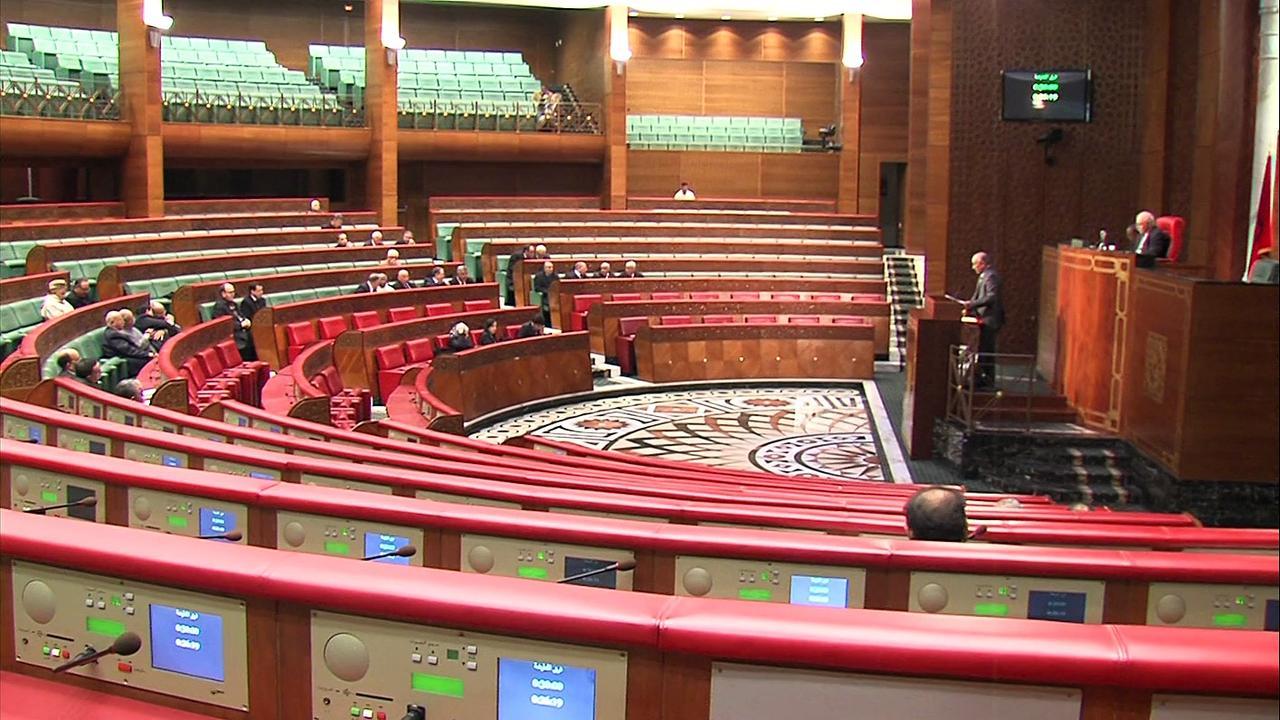أعضاء مجلس المستشارين يسائلون رئيس الحكومة في محور واحد وساعتين كحد زمني أقصى