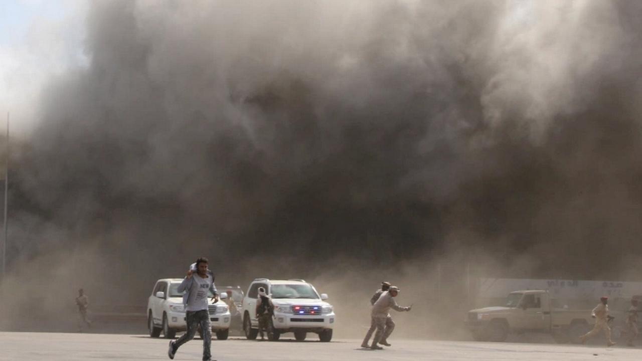 الحكومة اليمنية تطالب بالكشف عن مدبري تفجيرات عدن