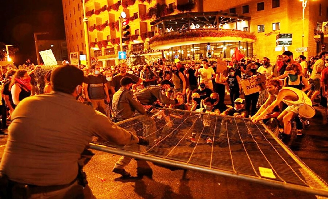 استمرار المظاهرت المطالبة برحيل رئيس الوزراء الإسرائيلي