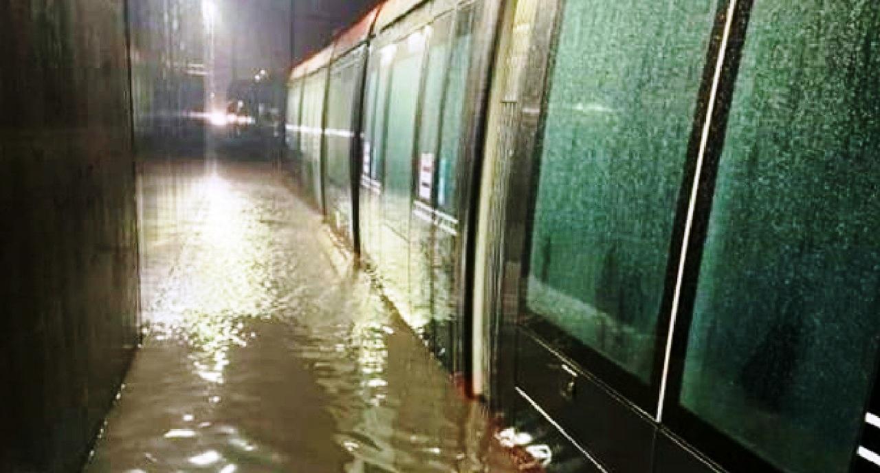 بسبب الأمطار الغزيرة.. إضطراب كبير في حركة شبكة طرامواي الدار البيضاء
