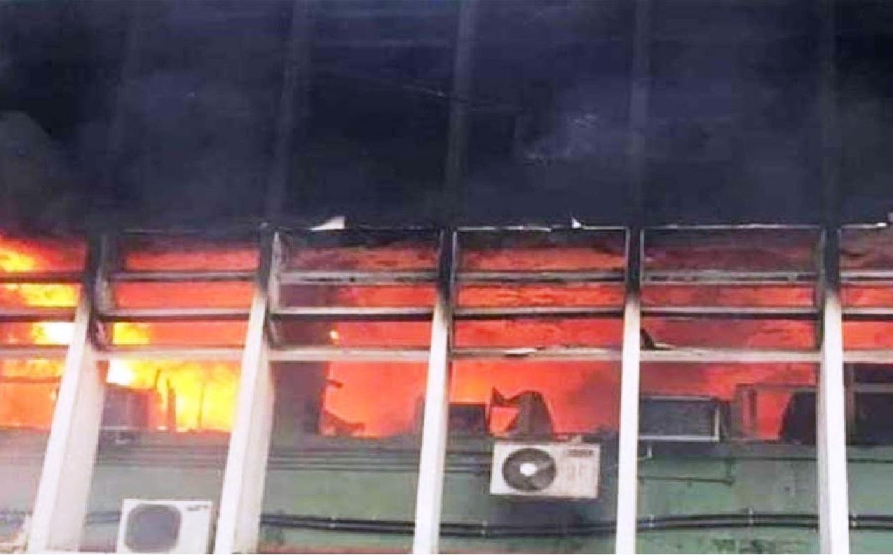 حريق في مستشفى يُودي بحياة 10 أطفال في الهند!