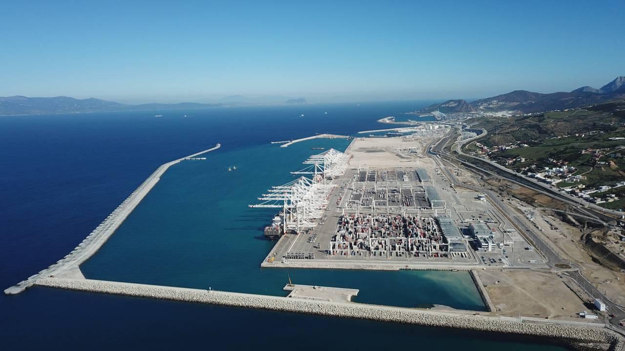 ميناء طنجة المتوسط 3 الأكبر متوسطيا والعشرون عالميا