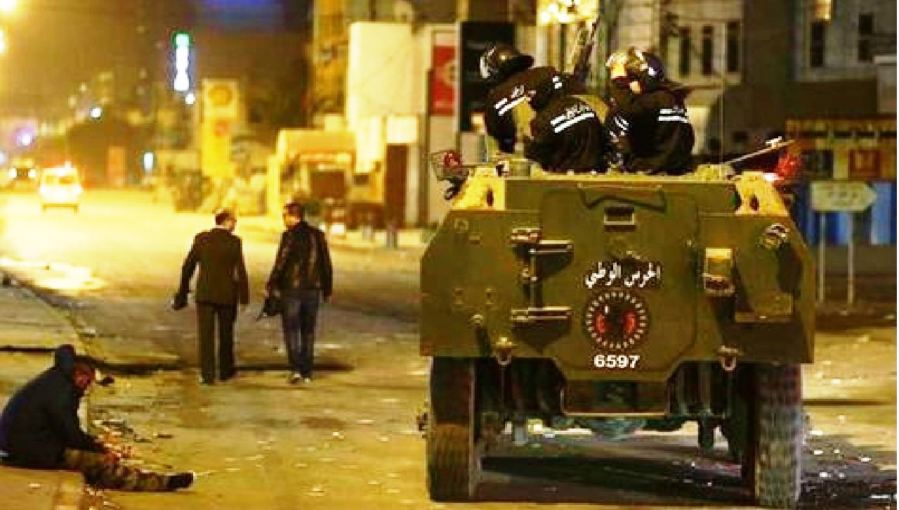 تونس تُعلن اعتقال 600 شخص حاولوا سرقة متاجر وبنوك
