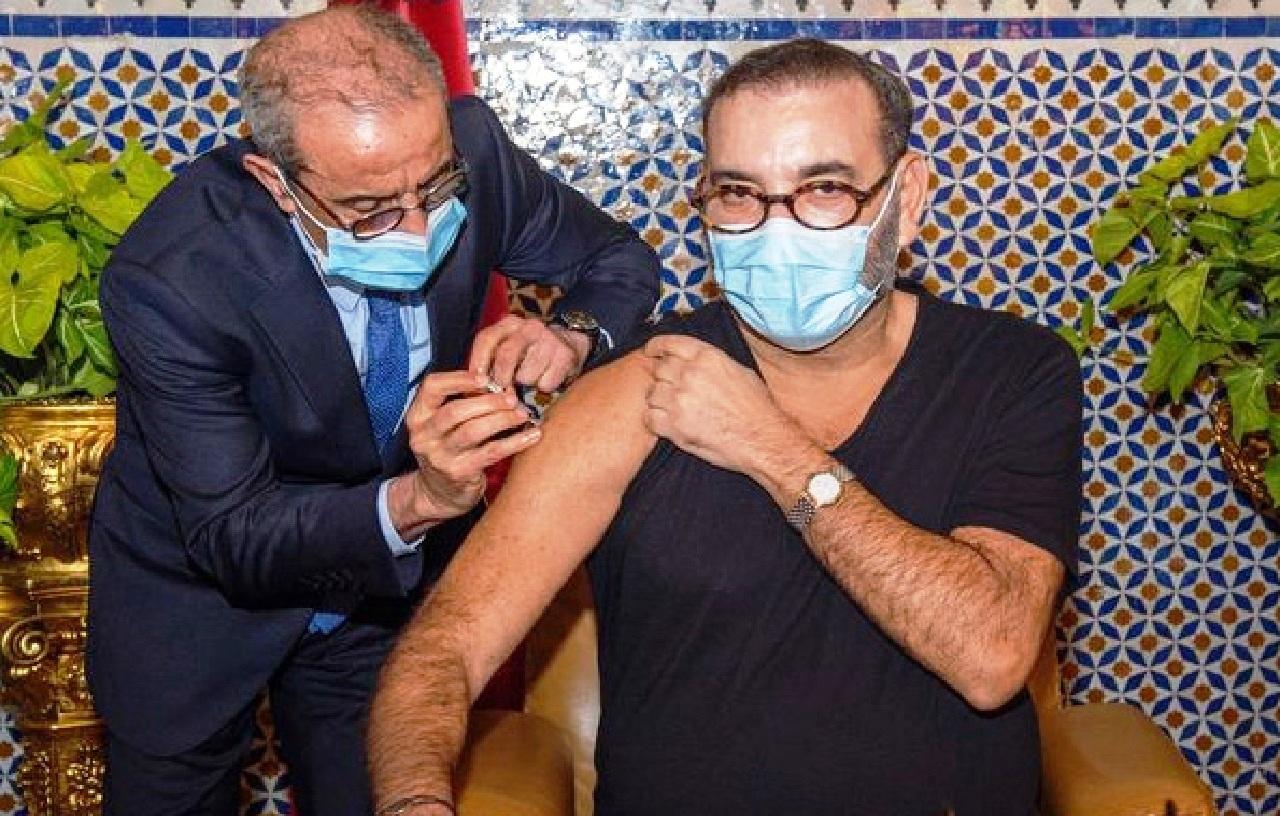 جلالة الملك محمد السادس يتلقى الجرعة الأولى من لقاح كورونا