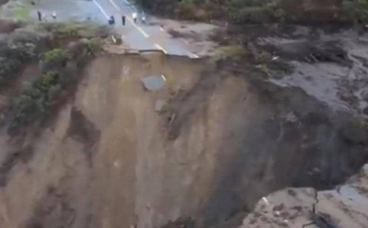 كارثة في كاليفورنيا جراء انهيار بالطريق السريع