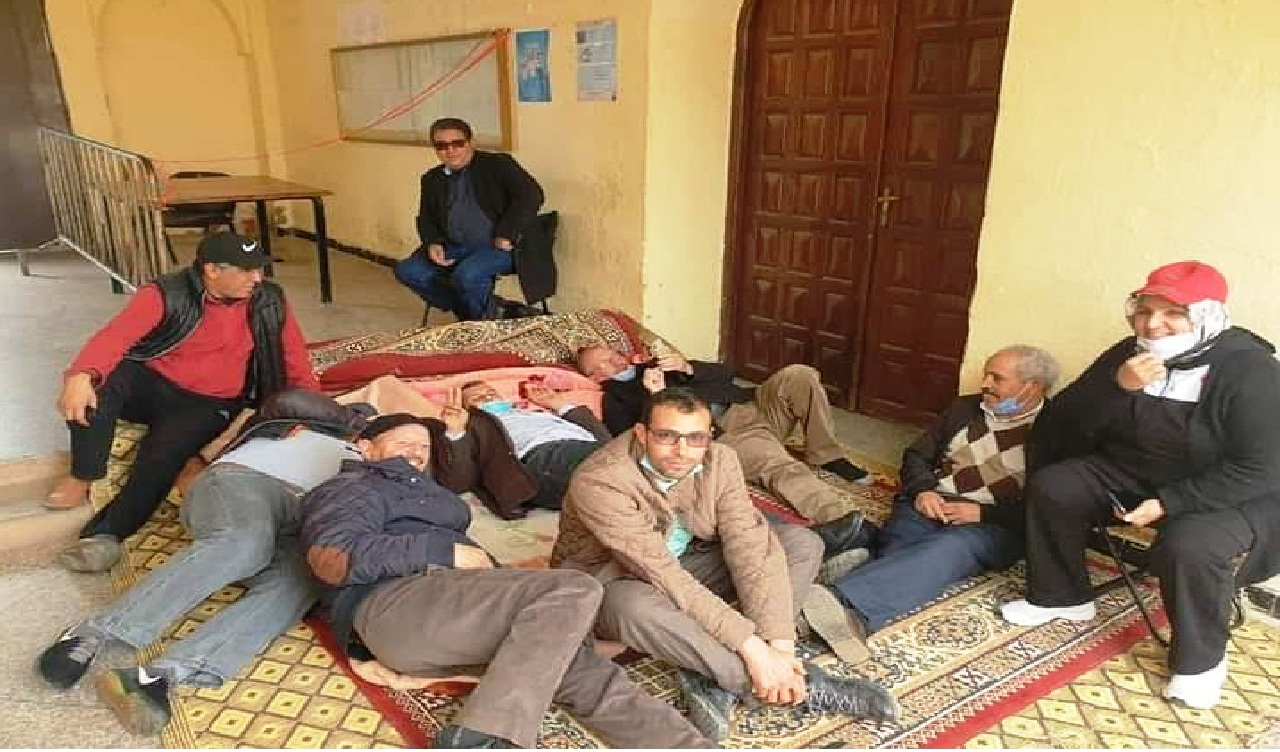 أعضاء المعارضة بالمجلس الجماعي لأفورار ينظمون وقفة الغضب ويدخلون في اعتصام مفتوح داخلها والسلطة تتدخل