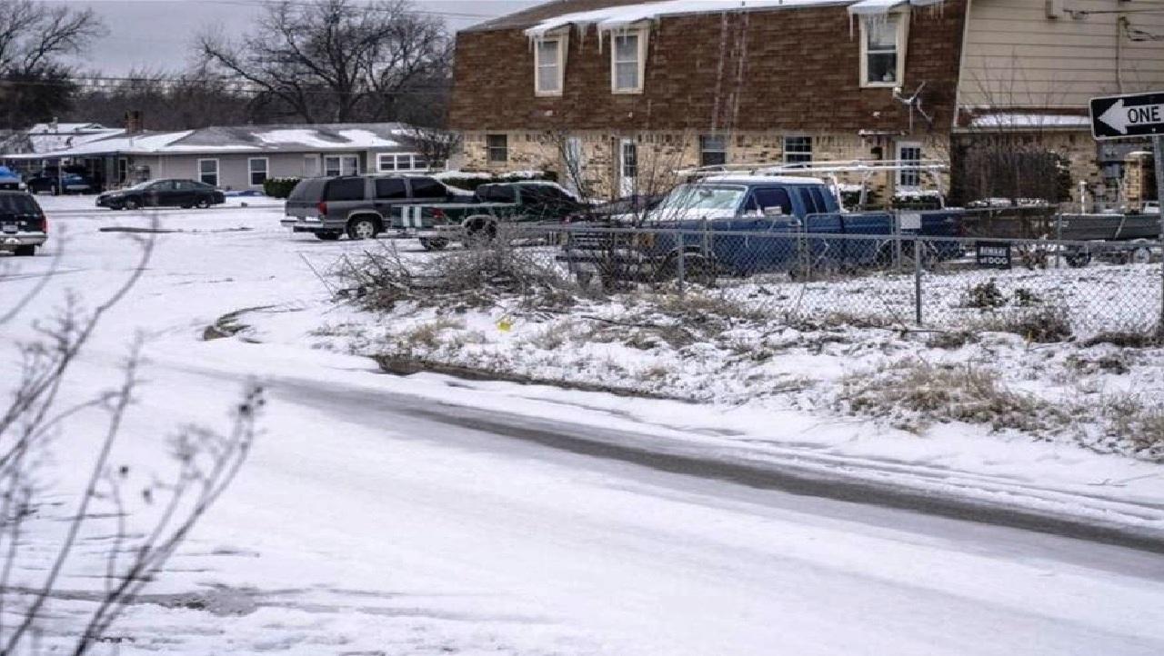 الجحيم «الثلجي» يغرق ولاية تكساس الأمريكية في الظلام!!