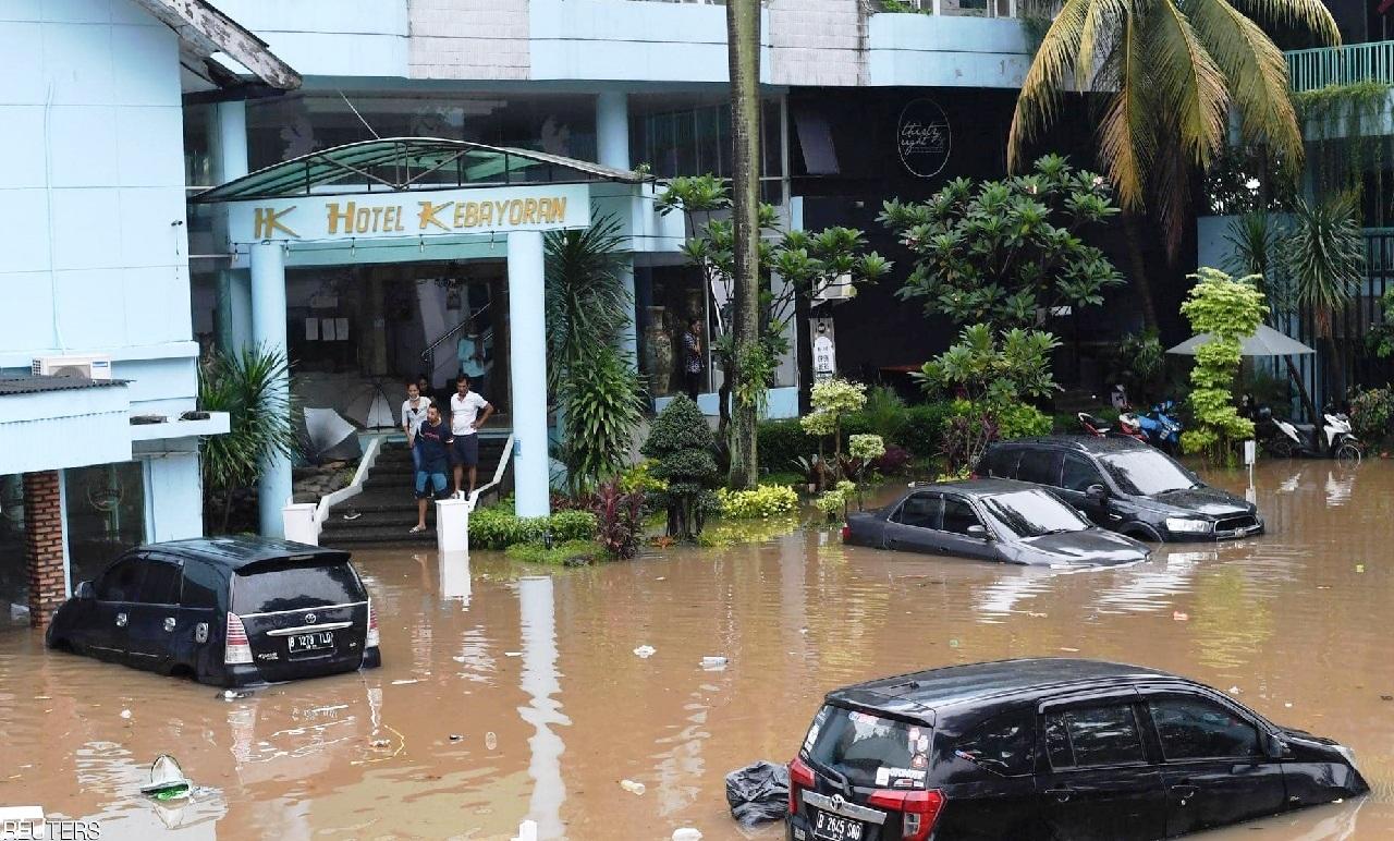 فيضانات عارمة تجتاح عاصمة إندونيسيا