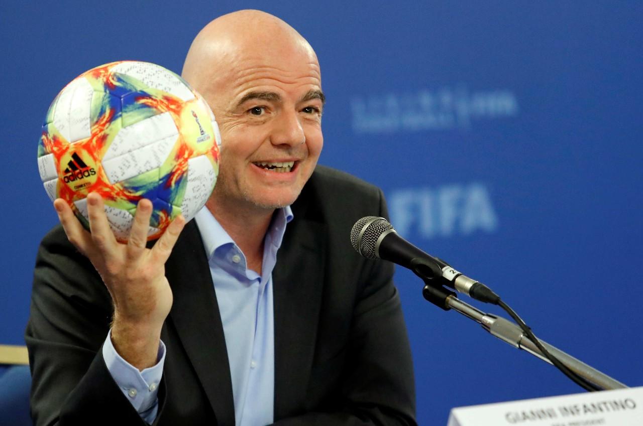 إنفانتينو يؤكد مشاركة الحكمات بكأس العالم قطر 2022